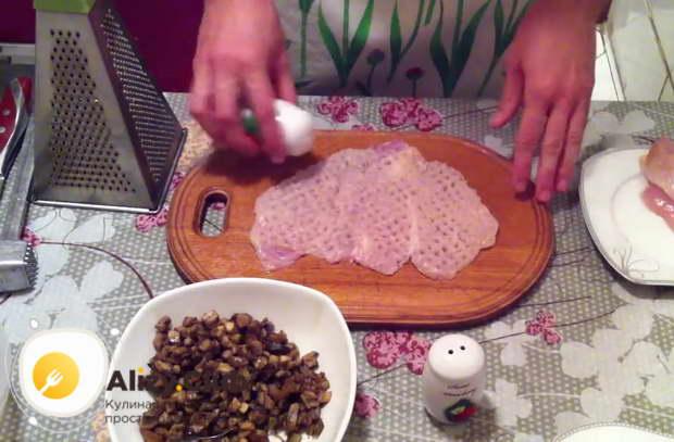 куриные рулетики с грибами в духовке