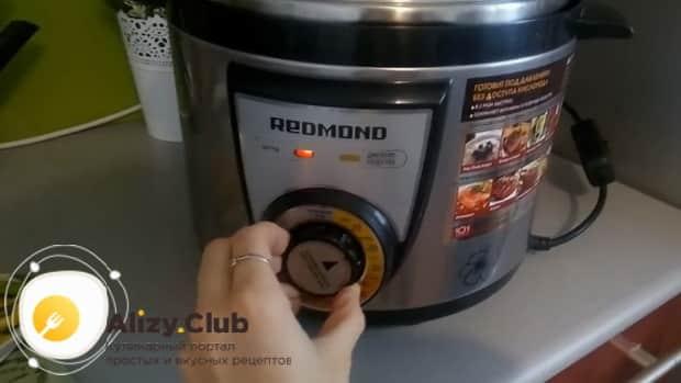 Для приготовления куриных крылышки с рисом в мультиварке выставьте нужный режим