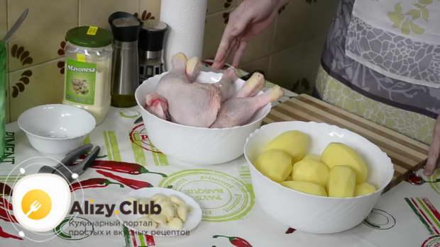 Куриные окорочка с картошкой, запеченные в духовке