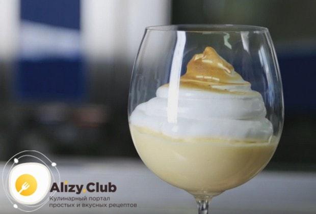 Лимонный курд с меренгой станет оригинальным десертом на любом празднике.