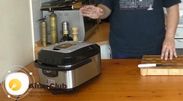 Для приготовления макарон по флотски с тушенкой в мультиварке подготовьте все ингредиенты