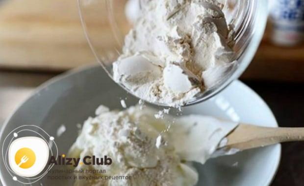 Оладьи можно приготовить и на кислой сметане.