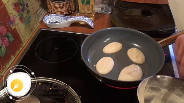 Готовим оладьи на дрожжах без яиц