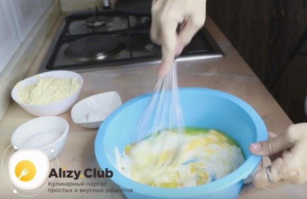 Оладьи можно готовить также из прокисшей сметаны.