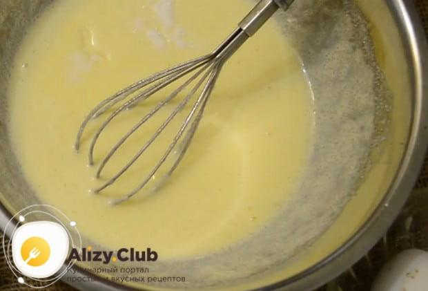 Теперь добавляем соль и ванильный сахар.