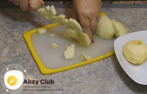 Предлагаем вашему вниманию рецепты, которые помогут быстро и вкусно приготовить оладьи из яблок.