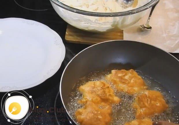Жарим изделия на разогретой сковороде с растительным маслом.