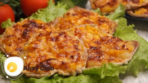 По рецепту для приготовления свинины с ананасами. подготовьте ингредиенты