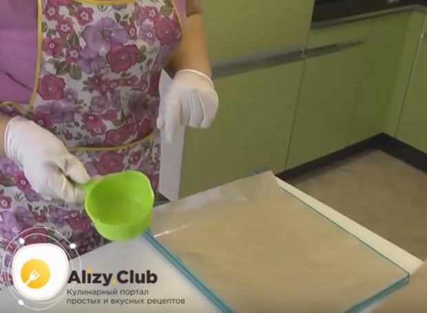 Сушить пастилу удобно в сушилке на силиконовом коврике.