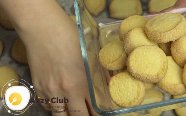 Печенье получается рассыпчатым и очень вкусным.