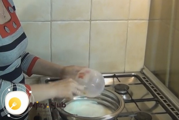 Тесто для перемячей готовим на молоке.
