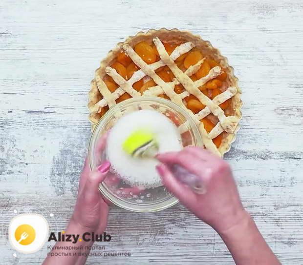 Отделите белки от желтков у 2 яиц