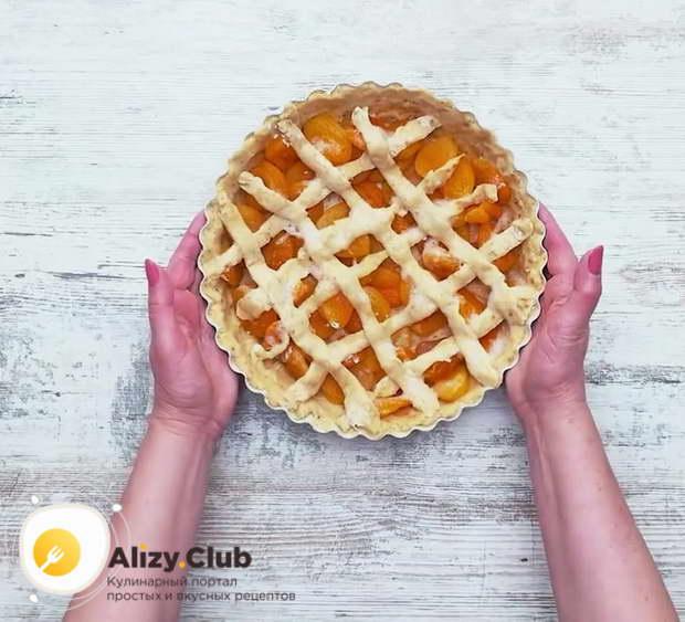 Выпекайте пирог в духовке 40 минут