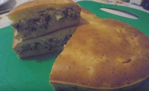 Рыбный пирог с сайрой и картошкой