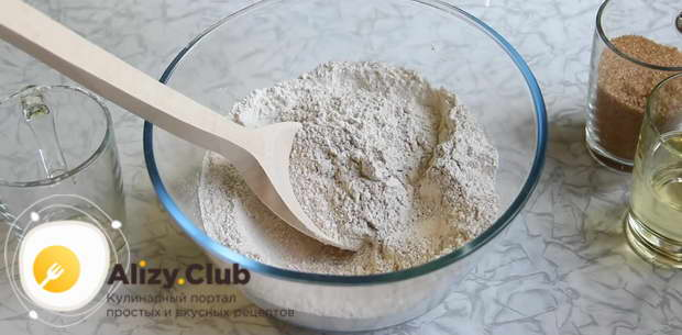 Постный песочный пирог со сливами