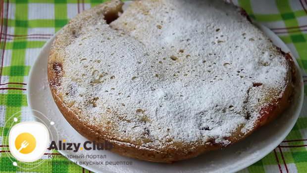 Готовность пирога проверьте деревянной палочкой