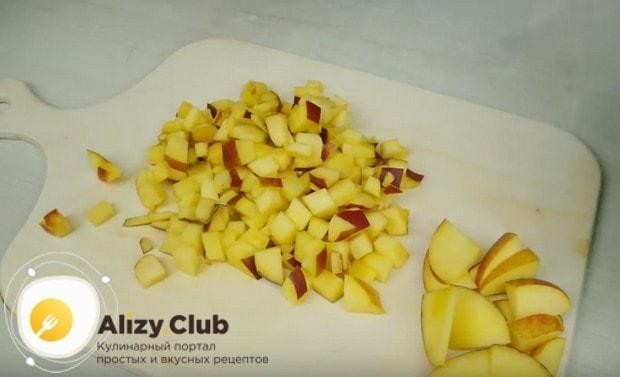 Для наполнения пирожных возьмем персики.