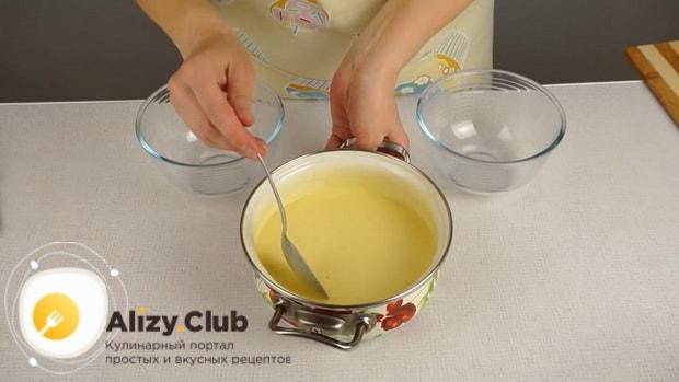 Для приготовления плавленного сыра из творога в домашних условиях растопите ингредиенгты