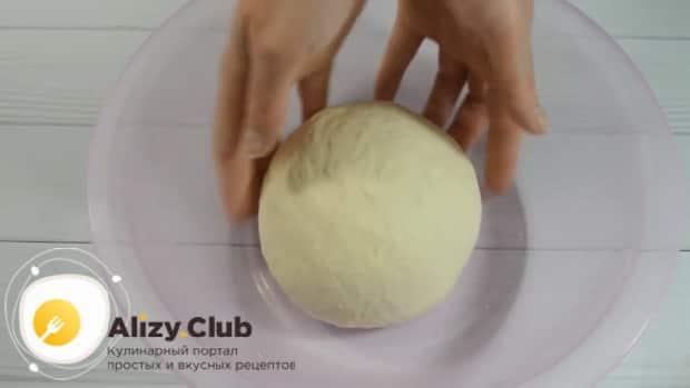 Для приготовления хычин с сыром и зеленью, оставьте тесто для расстойки
