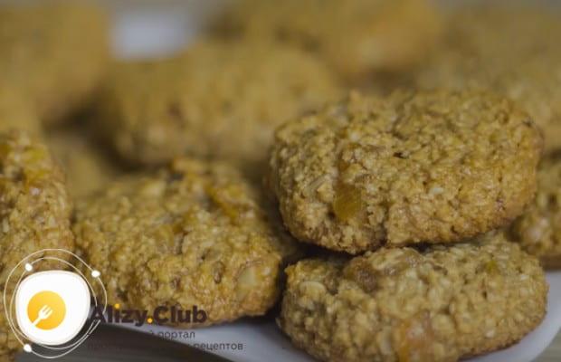 Этот рецепт постных овсяных печений поможет вам приготовить полезную низкокалорийную выпечку в домашних условиях.