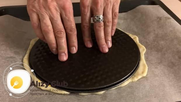 По рецепту для приготовления постного торта в домашних условиях. подготовьте корж для запекания