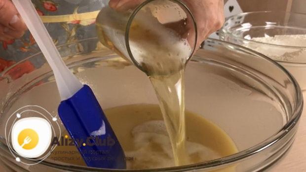 По рецепту для приготовления постного торта в домашних условиях. добавьте пиво