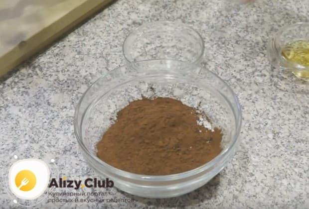 Приготовим шоколадную помадку для украшения выпечки.