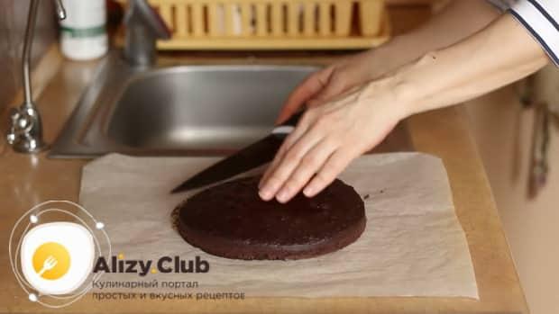 По рецепту для приготовления постного торта в домашних условиях. подготовьте корж