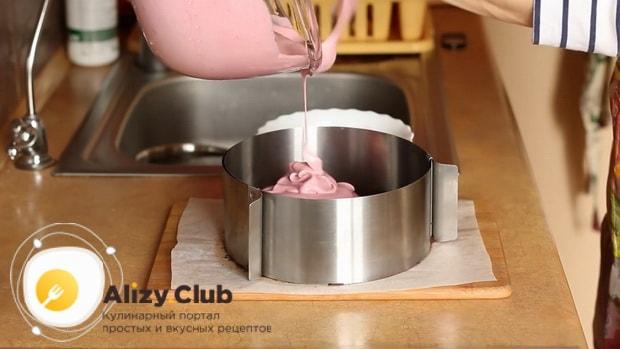 По рецепту для приготовления постного торта в домашних условиях. вылейте мусс на корж