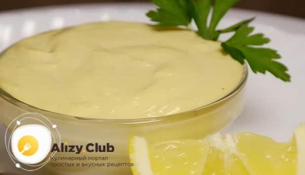 Вкусный соус для салата цезарь с креветками готов