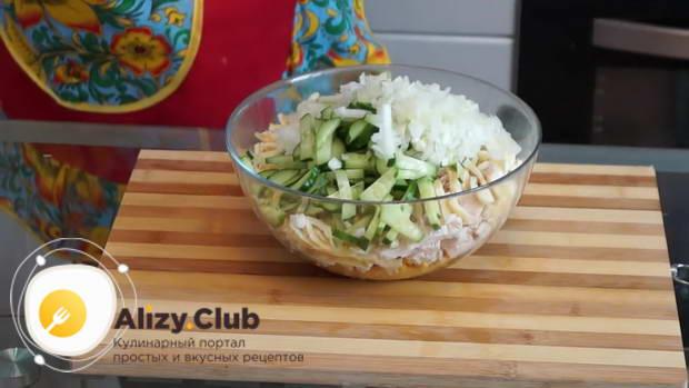 Простой домашний салат из куриной грудки