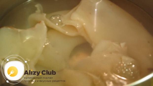 Смотрите как варить кальмары для салата