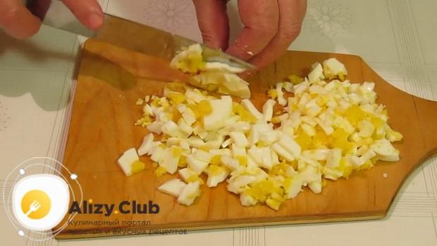 Как приготовить салат из кальмаров простой и вкусный