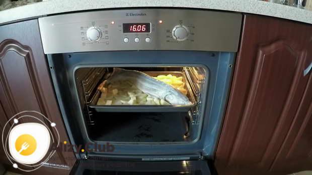 Запекаем блюдо при 180-200 градусах около часа