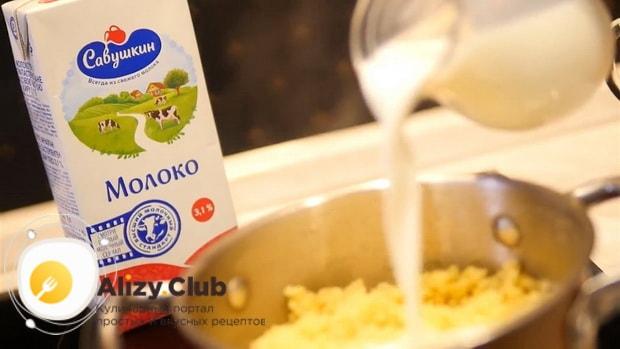 По рецепту, для приготовления пшенной каши на молоке, добавьте молоко