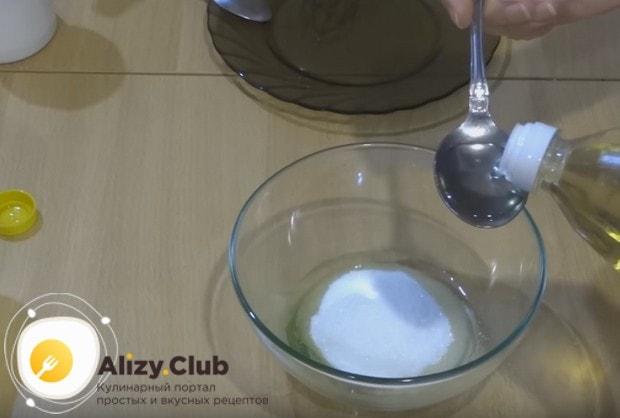 Секрет рецепта пышек, как у бабушки, в том, чтобы добавить в тесто растительное масло.