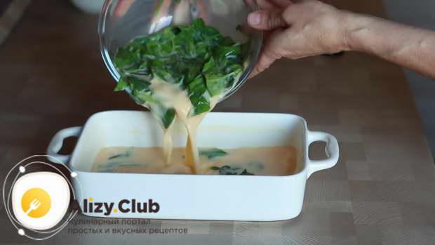 Выливаете смесь в форму и выпекаете около получаса