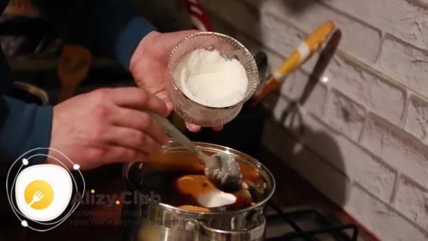 Всыпаем 3 столовых ложки сахара
