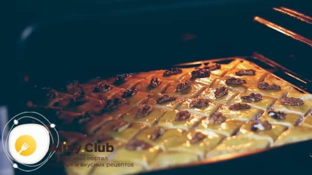 Для приготовления пахлавы в домашних условиях разогрейте духовку