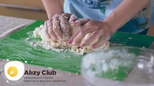 Для приготовления пахлавы в домашних условиях замесите тесто