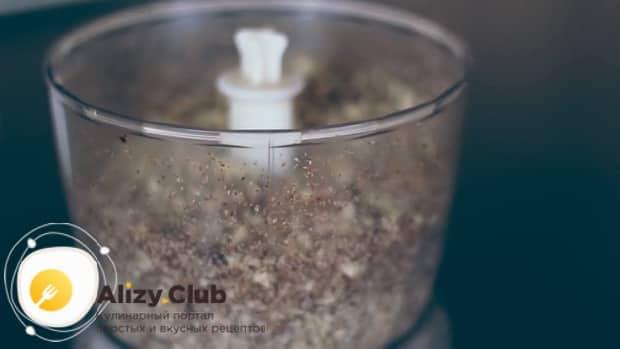 Для приготовления пахлавы в домашних условиях измельчите орехи