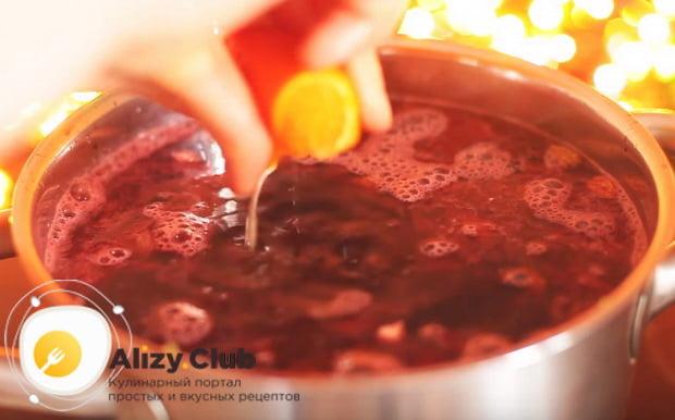 выжимаем сок из апельсиновых долек