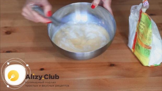 Для приготовления блинов на рисовой муке приготовьте тесто