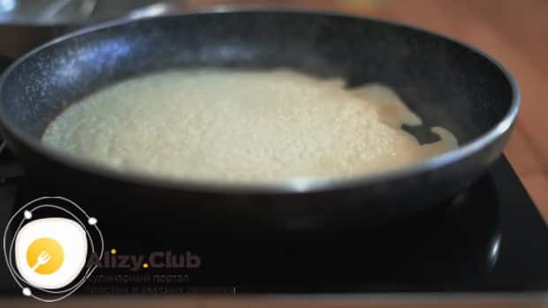 Для приготовления блинов на рисовой муке обжарьте изделие