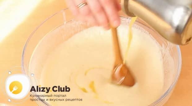 Для приготовления блинов на сухих сливках добавьте масло