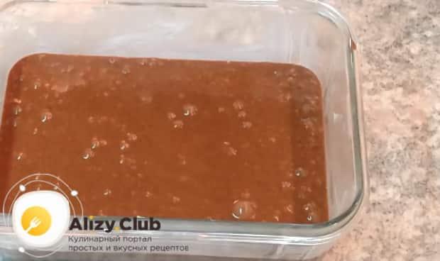 Для приготовления быстрого пирога в микроволновке выложите тетсо