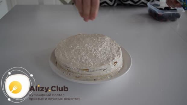 Для приготовления диетического торта. смажьте кремом коржи