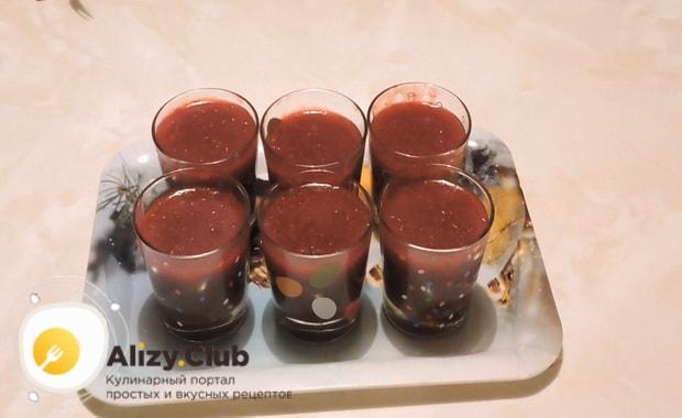 Варим кисель из крахмала и замороженных ягод