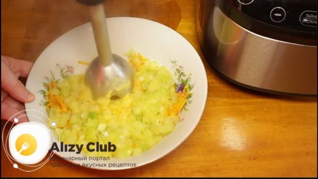 По рецепту для приготовления кабачковой икры, измельчите ингредиенты