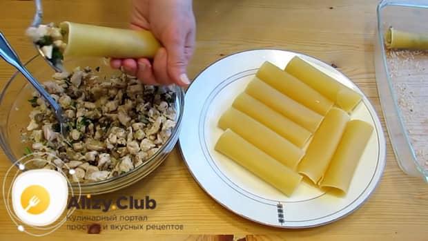По рецепту для приготовления каннеллони, нафаршируйте макароны